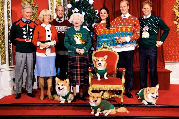 La famille royale britannique au musée de cire de Madame Tussauds pour le Christmas Jumper Day, le 16 décembre 2016. Une mise en scène « ridicool » destinée à lever des fonds pour l'association Save The Children.