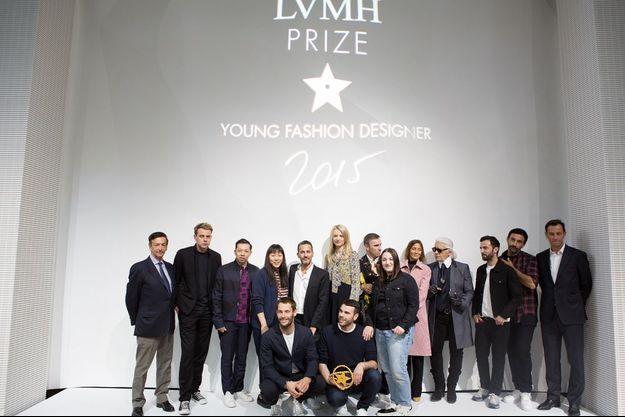 Les vainqueurs du prix LVMH entourés du jury.