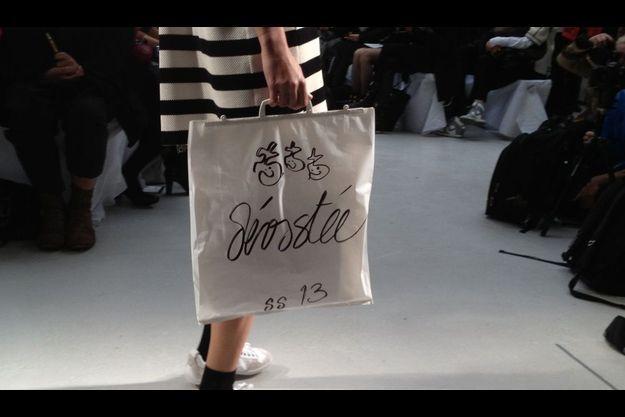 Dévastée a présenté mercredi sa collection Printemps-Ete 2013 à l'occasion de la Fashion Week de Paris.
