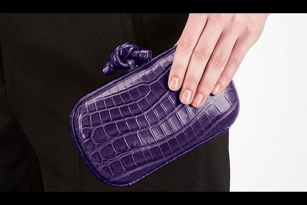 Le sac «Knot», de Bottega Veneta, en crocodile fumé souple, s'arrache pour 2950 euros.