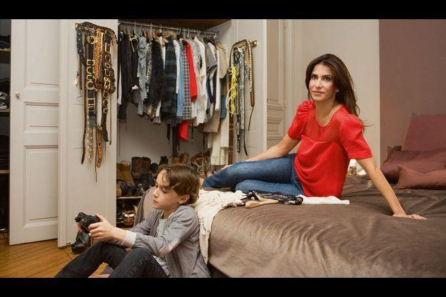 Femme active Judith Milgrom nous ouvre son dressing de maman moderne, avec Samuel, 10 ans.