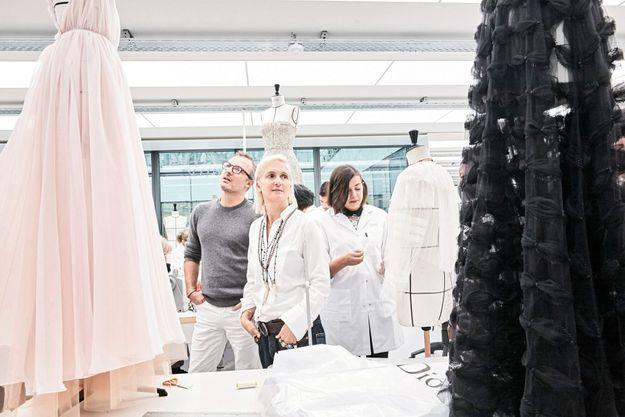 Dans les nouveaux ateliers, la veille du défilé de prêt-à-porter. C'est la première collection Dior de Maria Grazia Chiuri.