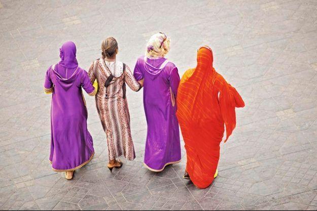 Au Maroc, à chaque coin de rue, la variété des couleurs.
