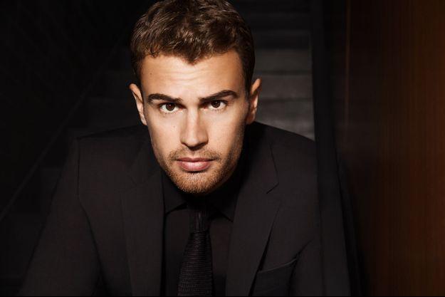 Theo James, nouvel ambassadeur des parfums Hugo Boss