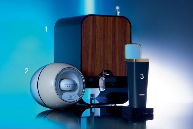 (De gauche à droite) : Le Duolab -laboratoire de crèmes-, le Scent Creator, The Alchemist Atelier -un créateur de parfums- et le L'Oréal Perso -pour la confection de soins et de maquillage.