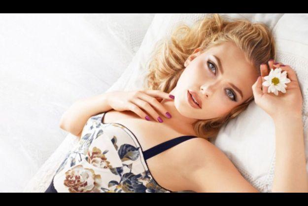 Scarlett Johansson, visage de la campagne de cosmétiques Printemps/Eté 2011de Dolce & Gabbana