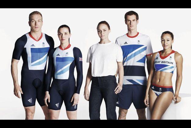 La créatrice Stella McCartney entourée d'athlètes de la délégation des prochains JO. De g. à dr. : Chris Hoy, Victoria Pendleton, Andy Murray et Jessica Ennis.