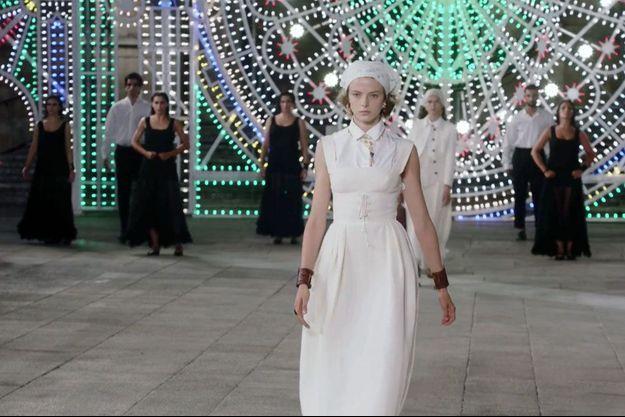Image tirée de la diffusion du défilé Dior pour sa collection croisière 2021, mercredi soir.