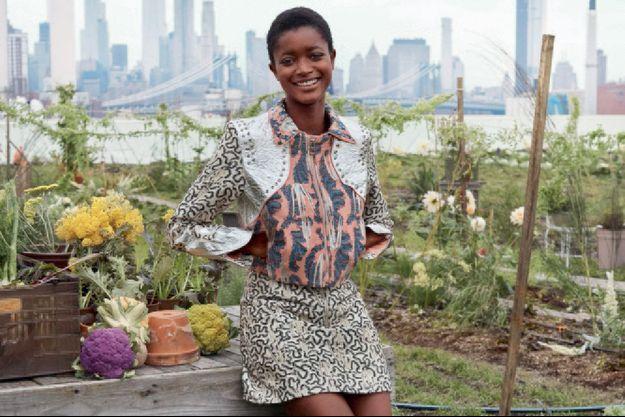 Au printemps dernier, la ligne Conscious Exclusive de H&M dévoilait des pièces fabriquées à partir de Pinatex, le tissu de déchet de feuilles d'ananas, créé par Carmen Hijosa, de la marque brésilienne Ananas Ham.