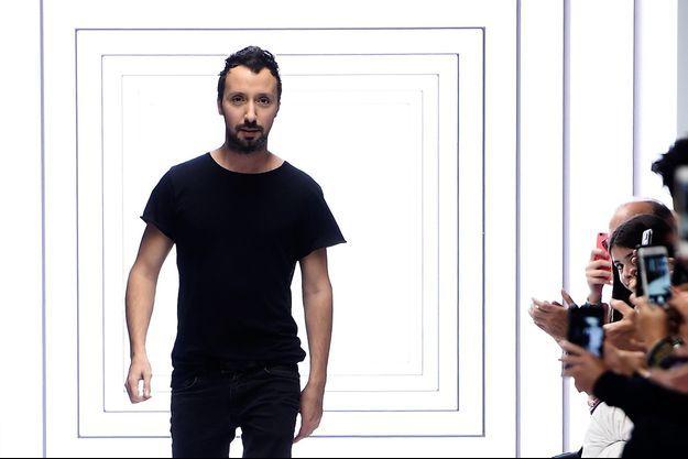 Anthony Vaccarello à la fashion week de Londres en septembre dernier.