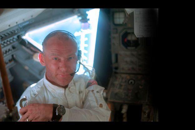 Buzz Aldrin avec sa montre Omega Speedmaster durant la mission Apollo 11