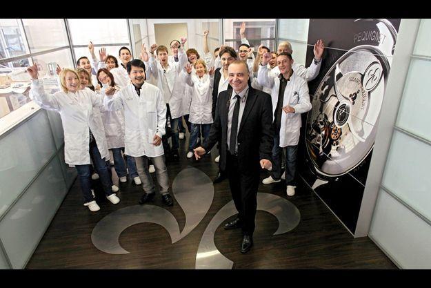 Didier Leibundgut, entouré ici de ses artisans horlogers