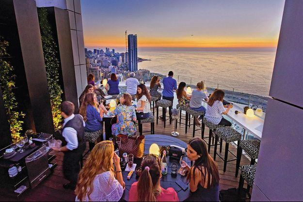 Le bar The Roof, de l'hôtel Four Seasons.