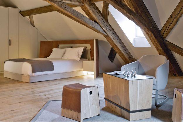 Dans les chambres, codes de l'équitation pour le mobilier et les matières.