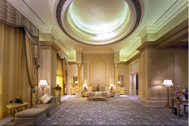 Emirates Palace: dorures et démesure dans l'une des chambres de la suite Palace.
