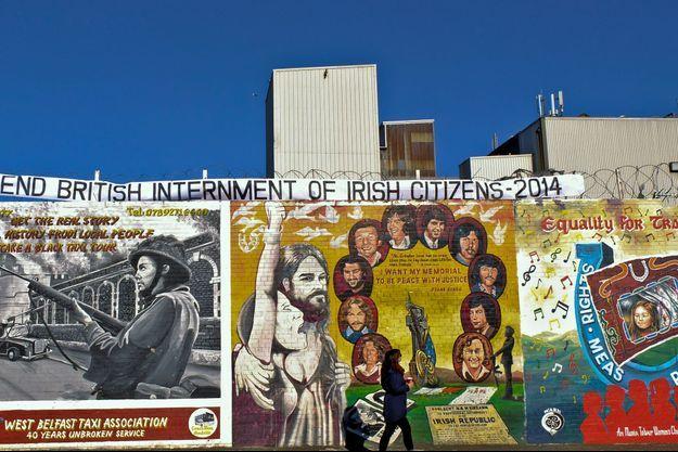Les fresques du « mur de la paix » séparant le quartier catholique de Shankill Road du protestant de Falls Road.