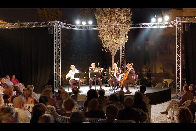Quatuor de Mozart en concert en 2009, piazza di l'Olmu.