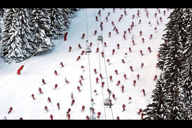 La symphonie de l'ESF Près de la moitié des moniteurs de l'école de ski, soit 400, étaient réunis ce 11 janvier sur la piste qui accueillera le slalom dames le 21 décembre 2010.
