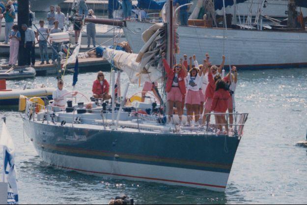 """""""Maiden"""", l'histoire incroyable de Tracy Edwards, 24 ans, et de son équipage 100% féminin qui participent en 1989 à la Whitbread, une course autour du monde légendaire, le graal de tout marin mâle qui se respecte."""