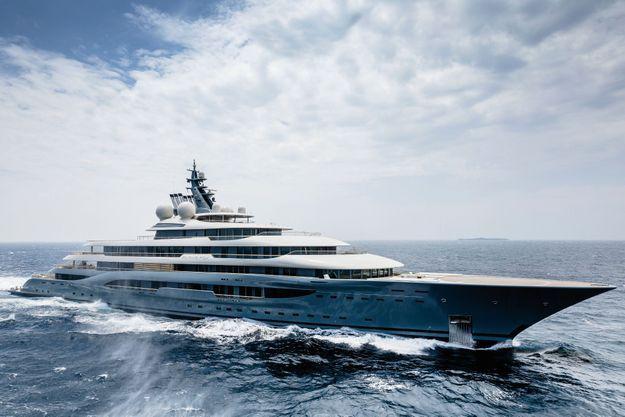 Un design signé Espen Oeino, star norvégienne de l'architecture navale. Cet été, le yacht croise en Croatie.