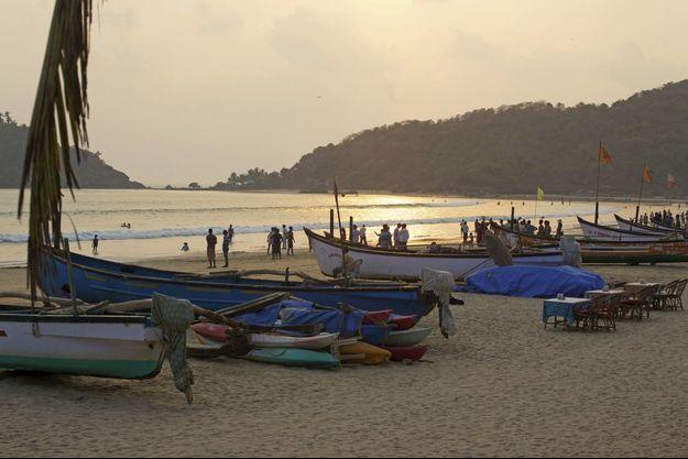 La plage de Palolem, dans le sud de Goa. Des bateaux et des restaurants de poisson sur la plage pour dîner les pieds dans l'eau…