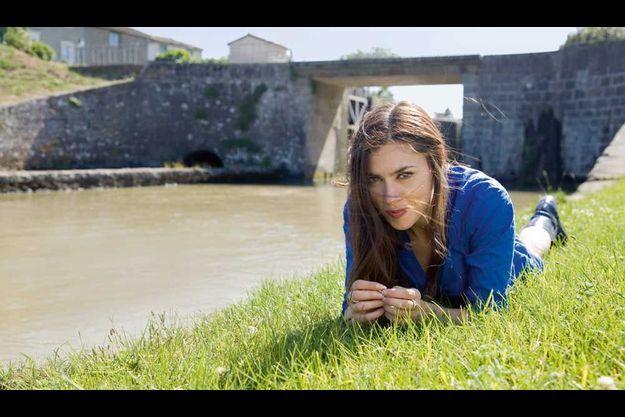 Sur les bords de cette écluse du canal du Midi, dans son village natal, la chanteuse a vécu de grands épisodes de son histoire : son premier baiser, ses flâneries d'ado, après les cours, quand on goûte au plaisir d'être désœuvré…