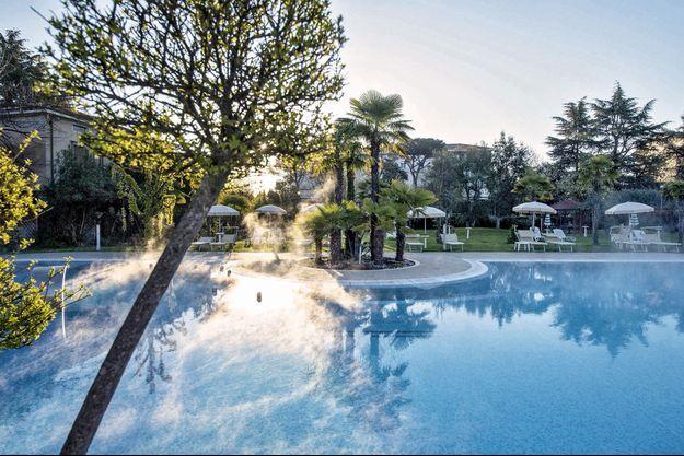 Montegrotto et Abano forment un îlot de bien-être au cœur de la Vénétie. On y trouve 90 hôtels possédant leur source et 240 piscines thermales.