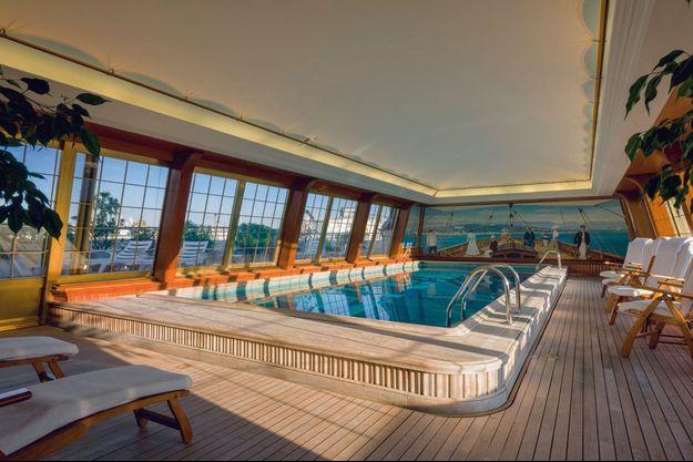 La somptueuse piscine panormaique du Bristol.