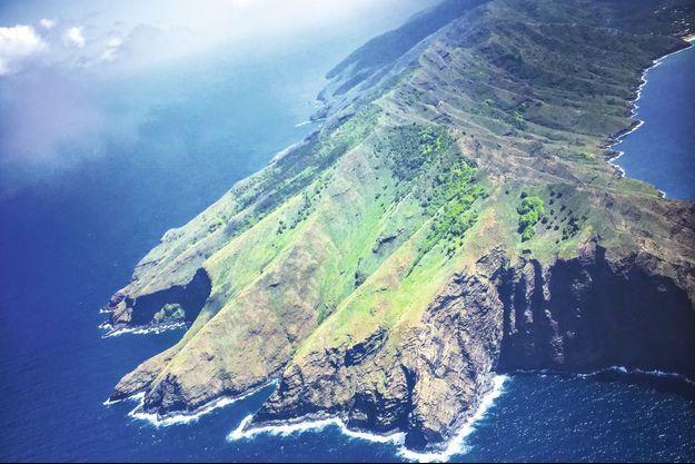 Survol de l'île de Nuku Hiva en 2018. Un passage qu'effectuait régulièrement Brel.