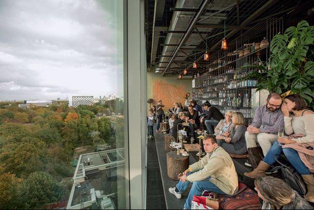En haut de l'hôtel 25 Hours Bikini, le bar avec une vue panoramique : ils font le buzz à l'Ouest.