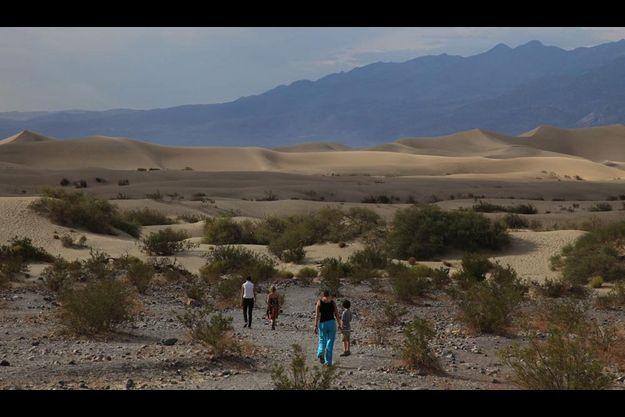 Nous étions seuls au monde dans les 13 600 km2 de ce désert aux multiples paysages, dunes, mers de sels et de sable, canyons, palmeraies, cratères…