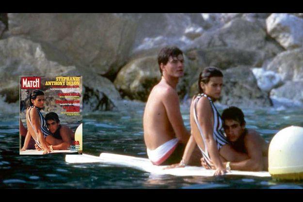 Plage du Beach, à Monaco, le 1er août 1984. Premier jour de vacances de Stéphanie… et ses premiers rapprochements avec Anthony Delon, le fils d'Alain. La photo fait la une de Paris Match, avec ce titre : « C'est le coup de cœur de l'été ».