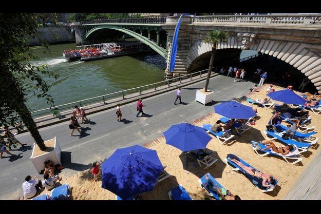 Paris Plage transforme la capitale en station balnéaire, du 20 juillet au 30 août 2010. Trois millions de plagistes sont attendus.