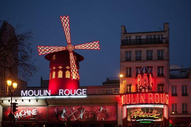 Le célèbre Moulin Rouge à Paris.