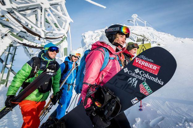 A Verbier, la snowboardeuse suisse Géraldine Fasnacht, ambassadrice de la station, au départ du Mont Gelé pour une descente freeride.