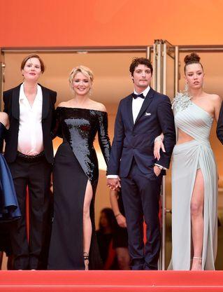 Niels Schneider Gentleman A Cannes Pour Sa Compagne Virginie Efira