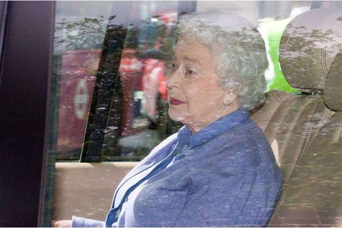 La reine rend visite à la princesse Charlotte