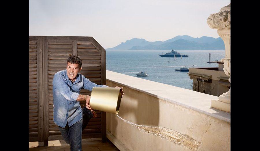 Le comédien rafraîchit la terrasse de sa suite avec l'adresse du «Chat Potté» dont il est la voix, qui sortira le 30 novembre. Mercredi 11 mai, 16 heures au Carlton.