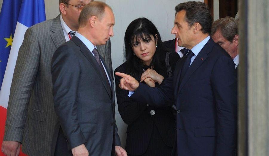 Nicolas Sarkozy a reçu ce matin à l'Elysée le Premier ministre russe Vladimir Poutine. A cette occasion, le président français a réaffirmé sa volonté de travailler avec la Russie comme avec «un partenaire, y compris en matière de sécurité et de défense». Les deux hommes ont également abordé le sujet de la vente de quatre navires «Mistral» à la Russie par la France.