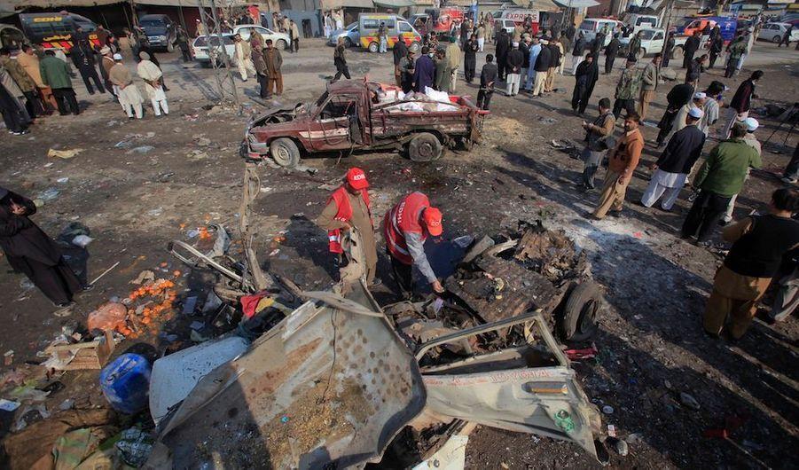 Un attentat a tué 26 personnes et blessé plus de 60 autres mardi matin dans le nord-ouest du Pakistan, bastion de la rébellion des talibans, ont annoncé des responsables locaux de la sécurité. L'explosion a eu lieu sur un marché de Jamrud, l'une des principales villes du district tribal de Khyber, frontalier de l'Afghanistan, ont précisé ces sources.