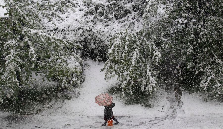 La capitale Sarajevo et sa région ont été recouvertes lundi de neige, la première fois depuis cinquante ans.