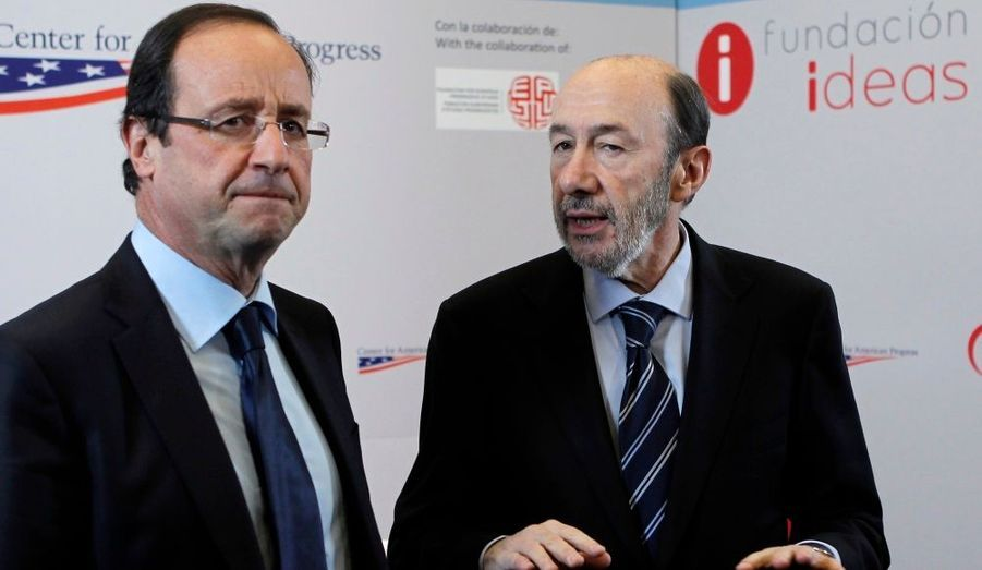 Le candidat socialiste à l'élection présidentielle, François Hollande, s'est rendu en Espagne, où il a rencontré Alfredo Perez Rubalcaba, leader de la majorité socialiste.