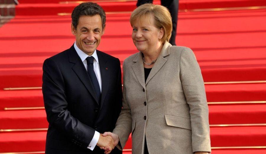 Nicolas Sarkozy accueille la Chancelière allemande Angela Merkel à Deauville dans le cadre d'un sommet tripartite avec aussi la Russie.