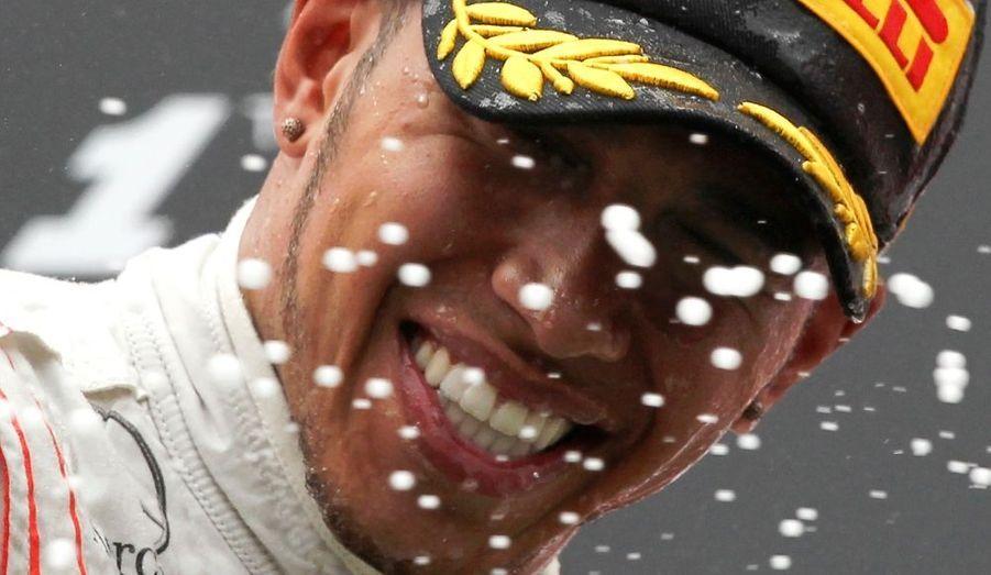Lewis Hamilton a remporté ce dimanche le Grand Prix d'Allemagne, s'imposant devant Fernando Alonso et Mark Webber au terme d'un Grand Prix indécis jusqu'au bout. Le Britannique remporte son deuxième succès de la saison après sa victoire en Chine et confirme sa belle forme sur le tracé allemand après s'être élancé de la deuxième position sur la grille. A noter que le leader du championnat du monde, Sebastian Vettel, a pris la quatrième place terminant pour la première fois de la saison hors du podium. Felipe Masse a pris la cinquième place.
