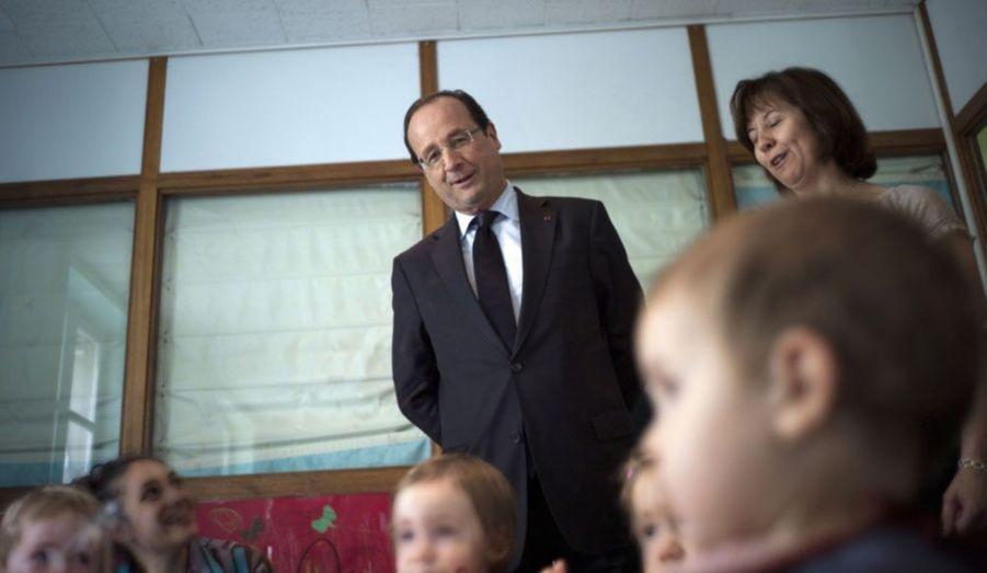 Le Président de la République, François Hollande, a effectué ce jeudi une visite surprise auprès des enfants et du personnel de la crèche de l'Élysée.
