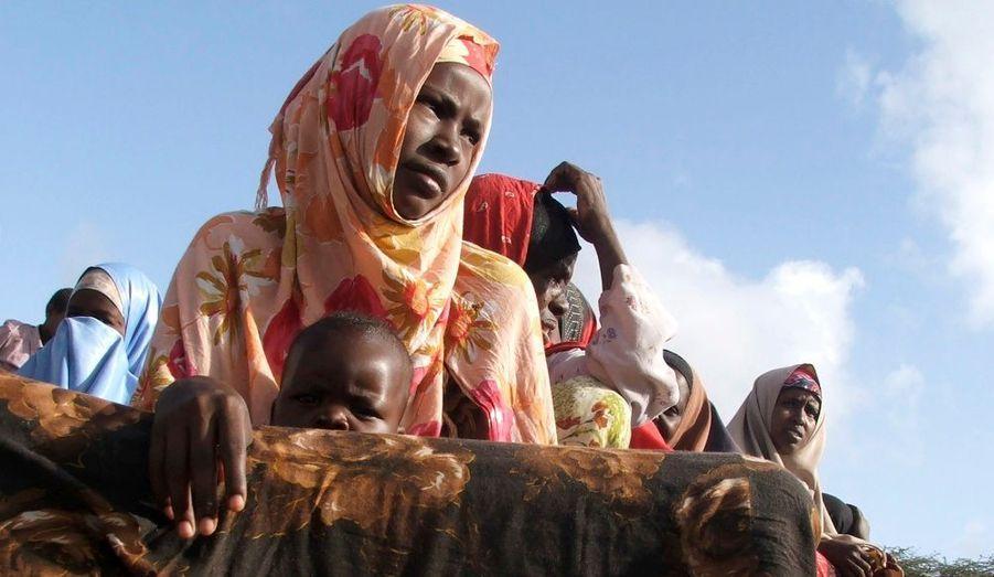 Une femme somalienne ici présente devant un point de distribution de nourriture dans la capitale Mogadiscio.