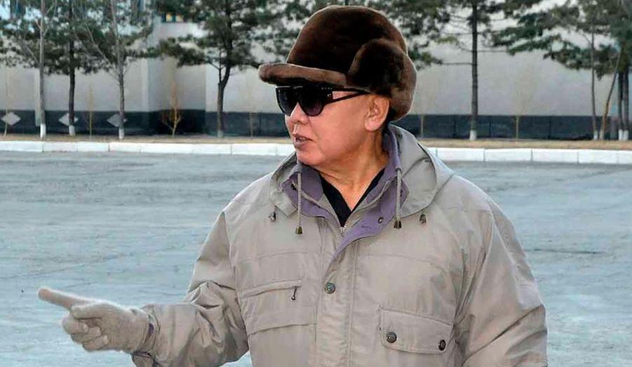 """Quand et où a-t-elle été prise? KCNA, l'agence de presse officielle du régime nord-coréen a publié des photos de son leader Kim Jong-il lors d'une visite à la centrale électrique de Chunma, dont l'emplacement n'a pas été situé. La date non plus n'a pas été divulguée. KCNA diffuse régulièrement des clichés du """"Cher leader"""" pour faire taire les rumeurs sur sa santé."""