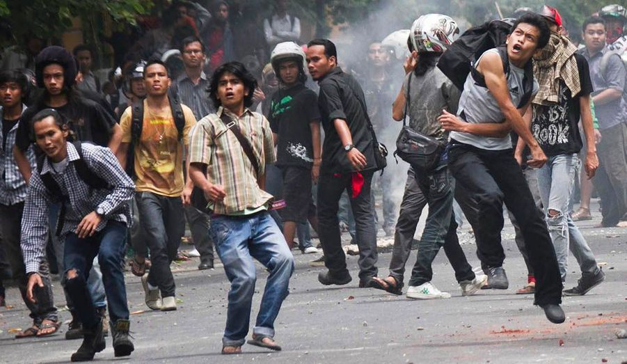 La colère gronde en Indonésie. Des étudiants ont affronté les forces de l'ordre à Yogyakarta, sur l'île de Java, pour protester contre la vie chère et l'augmentation du prix de l'essence.