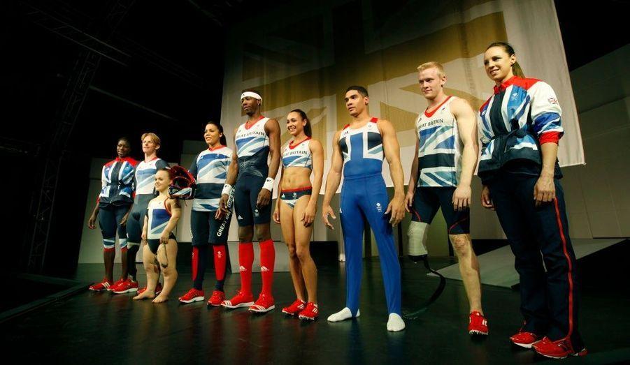Des athlètes britanniques posent avec leurs tenues officielles pour les Jeux Olympiques de Londres de cet été. Les modèles, déclinant l'Union Jack, ont été dessinés par Stella McCartney.