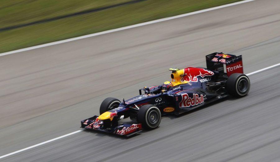 L'Australien Mark Webber pilote sa Red Bull sur le circuit de Sepang, en Malaisie, lors d'une séance d'essais en vue du Grand prix qui s'y déroulera dimanche.
